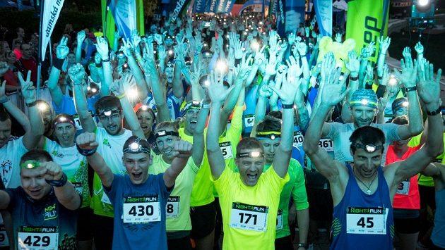 Night Run znají běžcí po celém Česku, takto se běhalo letos v Brně.