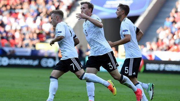 Hráči Německa se radují z postupu. Porážka na jistotu je posunula dál...