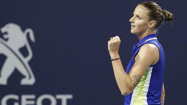Česká tenistka Karolína Plíšková vyhrála na turnaji v Miami české derby s Markétou Vondroušovou.