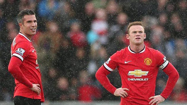 Útočníci Manchesteru United Robin van Persie (vlevo) a Wayne Rooney.