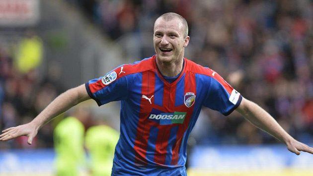 Michael Krmenčík z Plzně se raduje z úvodního gólu utkání s Brnem.