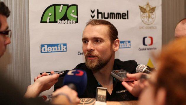 Házenkář Pavel Horák odpovídá na dotazy novinářů