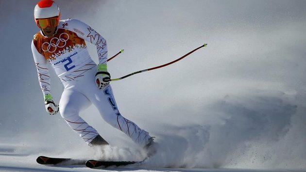 Američan Marco Sullivan na trati olympijského sjezdu.
