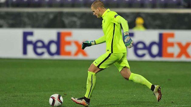 Brankář Václav Hladký při debutu v Evropské lize na hřištiě Fiorentiny.