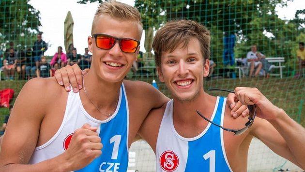 Matyáš Džavoronok společně s Adamem Štočkem nečekaně vyhráli v Brně beachvolejbalové UNIQA MČR hráčů do 22 let.