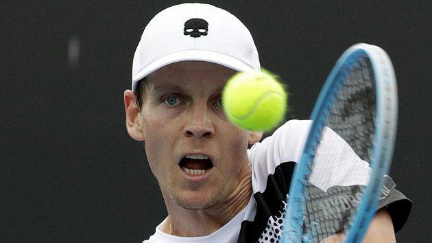 Tomáš Berdych bojuje s Rafaelem Nadalem