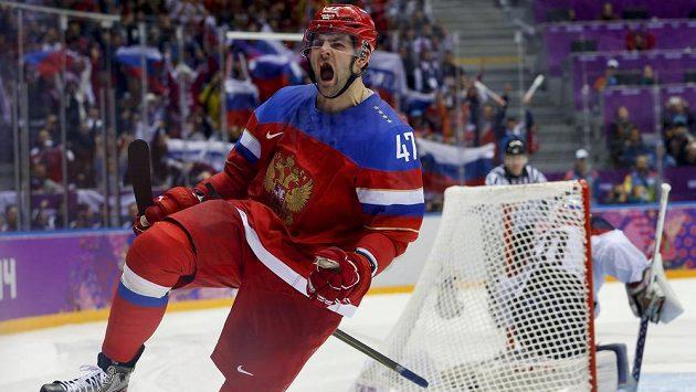 Ruský útočník Alexandr Radulov se raduje z proměněného samostatného nájezdu proti Slovensku.