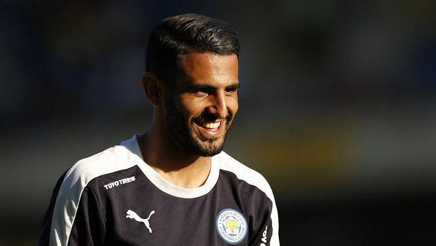 Fotbalista Leicesteru Rijád Mahríz.