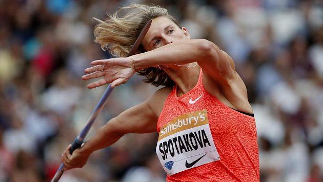 Barbora Špotáková v závodě Diamantové ligy v Londýně.