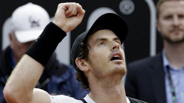 Andy Murray se raduje z triumfu na turnaji v Římě. Ve finále porazil Novaka Djokoviče.
