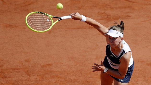 Barbora Krejčíková v akci na French Open.