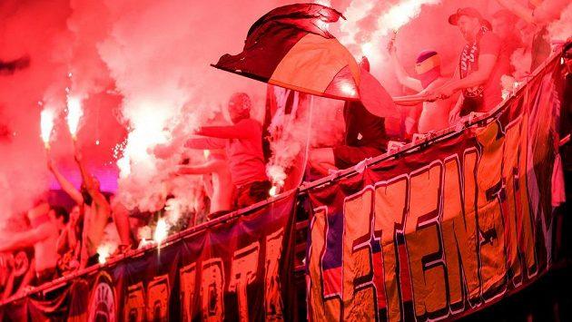 Fanoušci Sparty Praha během utkání ve skupině o titul s Baníkem Ostrava.