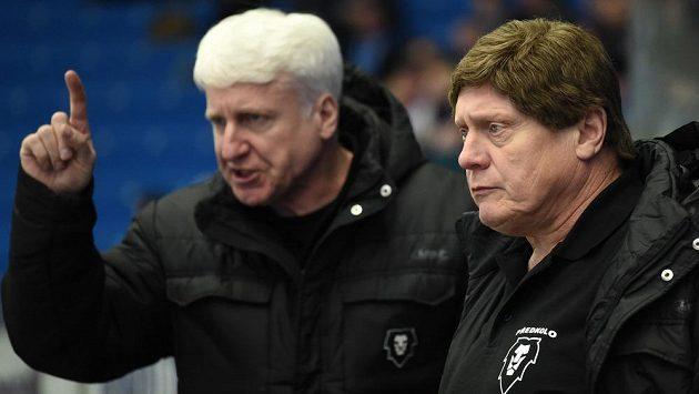 Trenéři Marian Jelínek a František Výborný (vpravo) povedou hokejisty Mladé Boleslavi i v následujících dvou sezónách