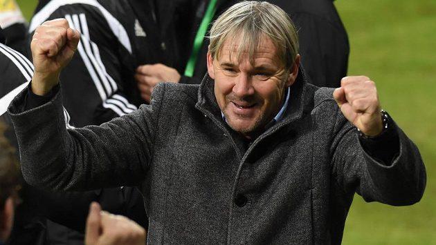 Hlavní trenér Karviné Lubomír Vlk se raduje z vítězství. Po výhře nad Bohemians ale oznámil, že v roli kouče v klubu končí.