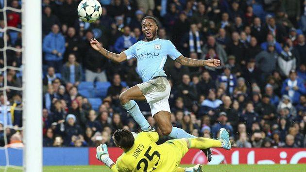 Raheem Sterling vysvobodil svým gólem Manchester City.
