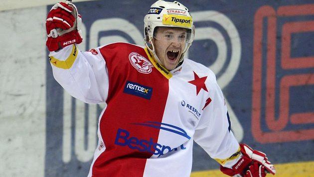 Marek Tomica ze Slavie se raduje z rozhodujícího gólu.