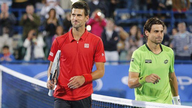 Novak Djokovic (vlevo) a David Ferrer na tenisové exhibici v Abú Zabí.