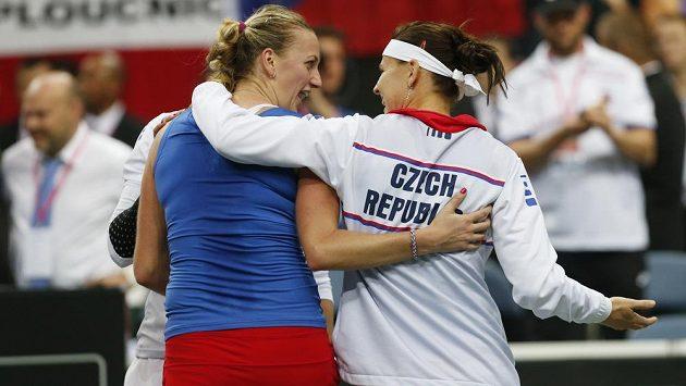 České tenistky Petra Kvitová a Lucie Šafářová se tentokrát postaví na opačnou stranu kurtu.