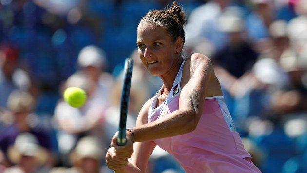 Česká tenistka Karolína Plíšková v akci na turnaji v Eastbourne.