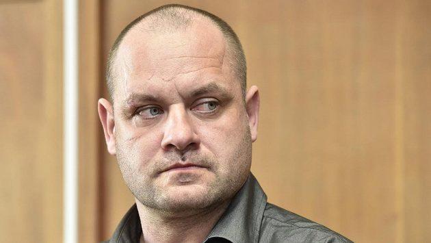 Před olomouckým okresním soudem stanul bývalý německý hokejový reprezentant Daniel Kunce obžalovaný z toho, že loni v prosinci v opilosti ve vysoké rychlosti havaroval v Olomouci. Při nehodě zemřela mladá spolujezdkyně.
