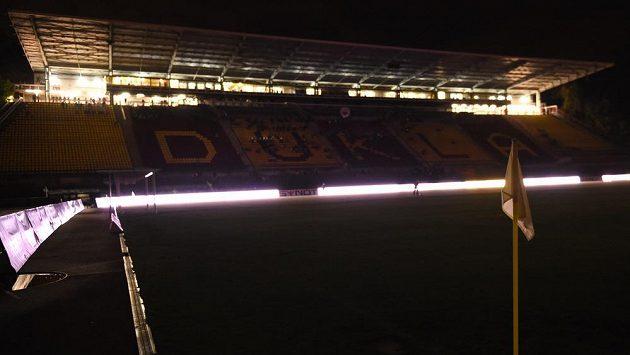 Poruchy osvětlení na stadiónu Juliska v Praze vedly nakonec k předčasnému ukončení ligového duelu mezi Duklou a Příbramí.