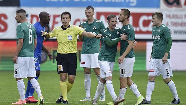 Hlavní rozhodčí Ondřej Pechanec během utkání Jablonce s Libercem.