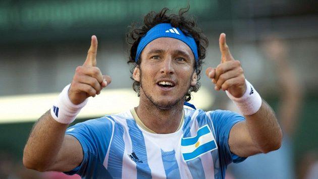 Argentinec Juan Mónaco (na snímku) porazil ve čtvrtfinále Davisova poháru Francouze Gillese Simona.