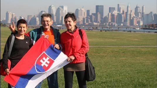 Eva Seidlová (vlevo), Vlado Sucháň a Zdenka Trulíková v New Yorku.
