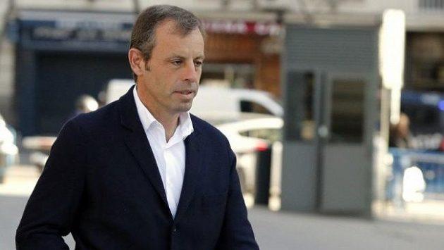 Bývalý šéf fotbalové Barcelony Sandro Rosell byl vrchním soudem ve Španělsku zproštěn obvinění z finančních podvodů