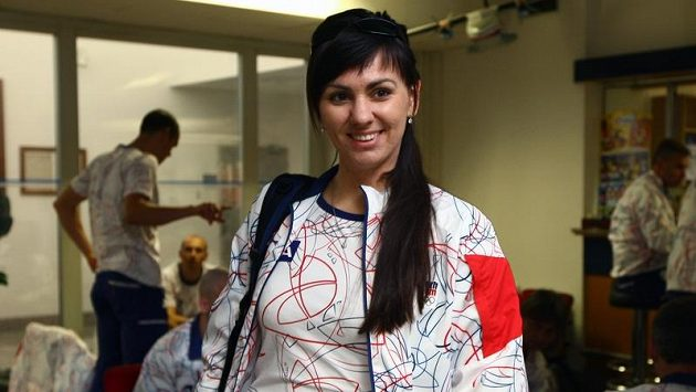Střelkyně Lenka Marušková při odletu na olympiádu v Londýně.