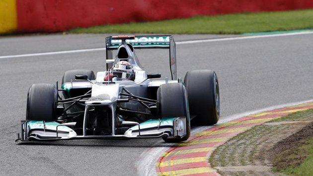 Michael Schumacher neměl od Mercedesu rychlé auto, lituje šéf stáje.