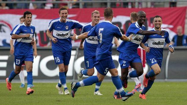 Fotbalisté F91 Dudelange se radují ze senzačního postupu.