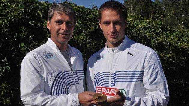 Čerstvý mistr Evropy v hodu oštěpem Vítězslav Veselý (vpravo) a jeho trenér Jan Železný.