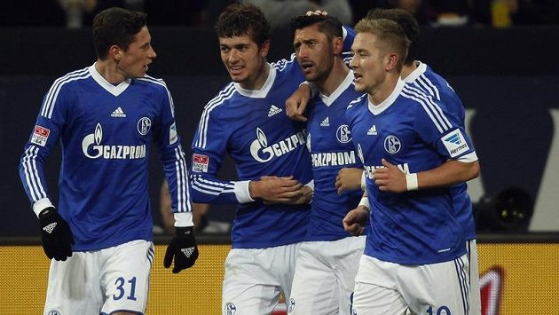Radost fotbalistů Schalke 04 po přestřelce s Hannoverem.