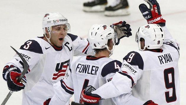 Radost amerických hráčů po gólu proti Bělorusku.