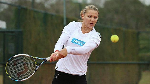 Lucie Šafářová při tréninku na fedcupový duel