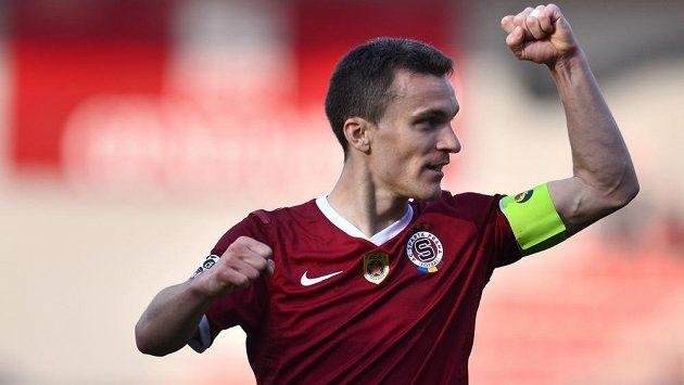 David Lafata ze Sparty Praha oslavuje svůj druhý gól během utkání čtvrtfinále Poháru České pošty proti Dukle.