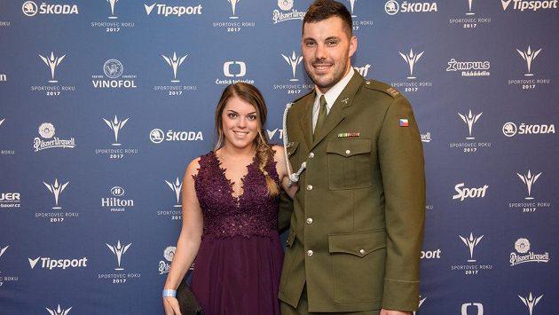 Josef Dostál a jeho partnerka Kateřina Pauláthová během slavnostního vyhlášení ankety Sportovec roku 2017.