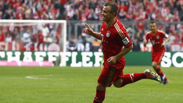Ofenzivní záložník Bayernu Xherdan Shaqiri slaví svou trefu proti Norimberku.