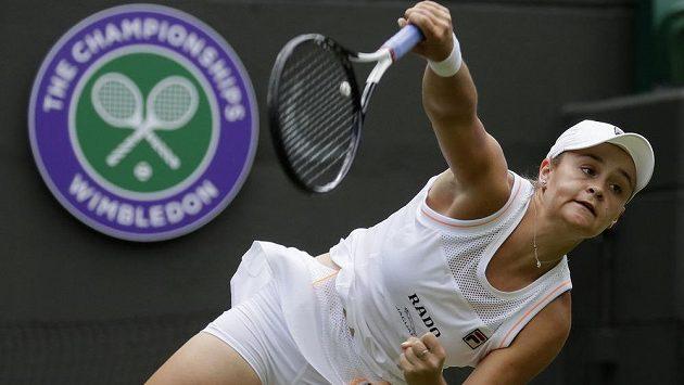 Světová tenisová jednička Ashleigh Bartyová vstoupila do Wimbledonu výhrou 6:4, 6:2 nad Čeng Saj-saj.