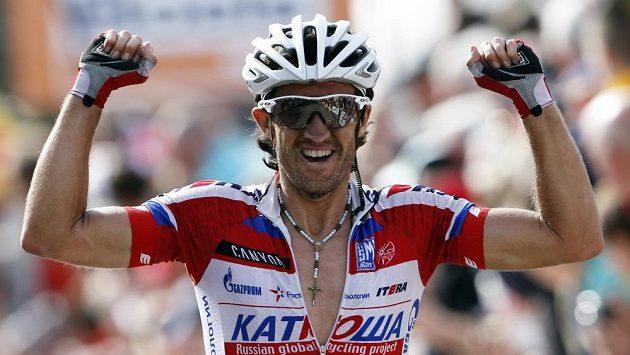 Španělský cyklista Daniel Moreno Fernandez se raduje z triumfu v závodě Valonský šíp.
