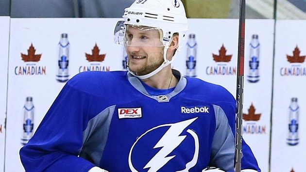 Steven Stamkos, hvězda Tampy Bay a celé NHL, se kvůli nedoléčenému zranění olympijského turnaje v Soči nezúčastní.