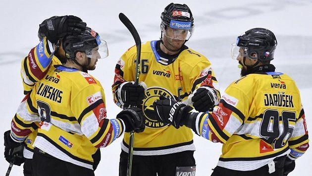 Litvínovská hokejová radost. Zleva slaví Uvis Janis Balinskis, Viktor Hübl a Richard Jarůšek.