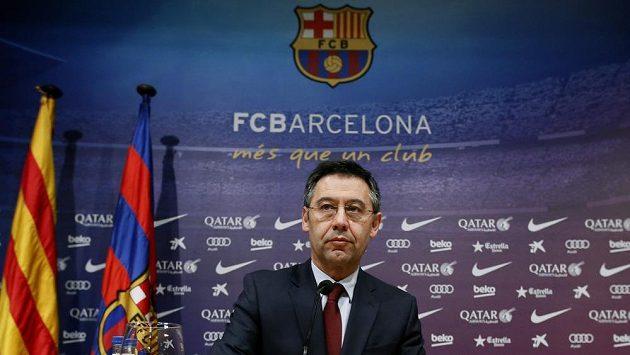 Prezident fotbalové Barcelony Josep Maria Bartomeu na středeční tiskové konferenci.