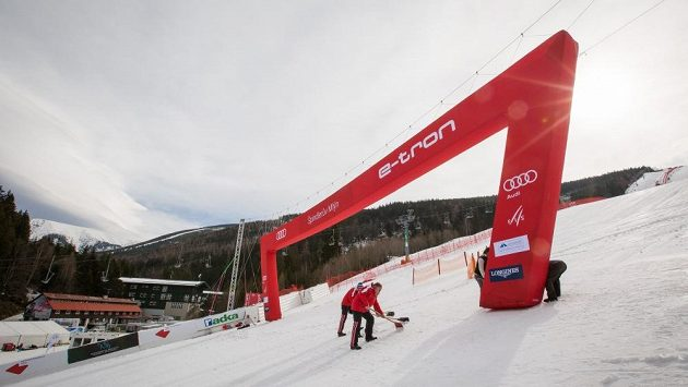 Ve Špindlerově Mlýně ve čtvrtek finišovaly přípravy tratě pro závody Světového poháru.