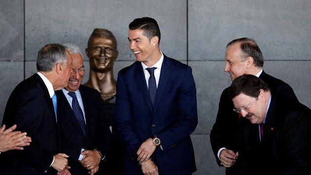 Cristiano Ronaldo ve Funchalu na Madeiře při ceremoniálu, během kterého po něm bylo pojmenováno tamní letiště.