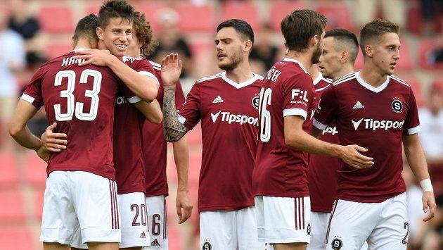 Sparťanská radost. Adam Hložek slaví svůj gól v utkání proti Karviné.