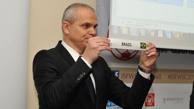 Vítězslav Lavička vylosoval českému týmu na MS středních škol Brazílii.