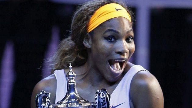 Serena Williamsová se raduje z triumfu na Turnaji mistryň.