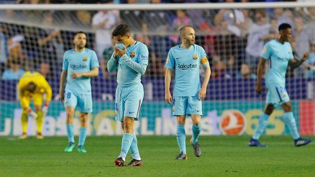 Fotbalisté Barcelony se během ligového utkání na půdě Levante nestačili divit. Philippe Coutinho a Andres Iniesta nemohli uvěřit, že od Levante dostali pět branek.